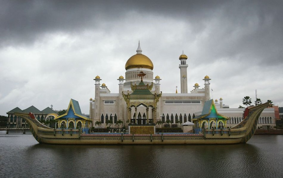 Sultan Omar Ali Saifuddien Mosque in Bandar Seri Begawan, Brunei