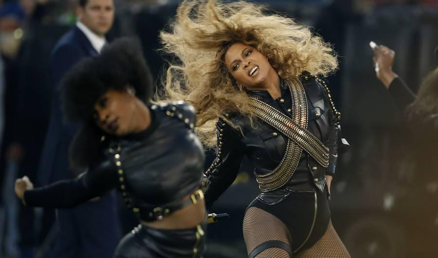 Who Designed Beyonce's Outfit for the Super Bowl Halftime Show?
