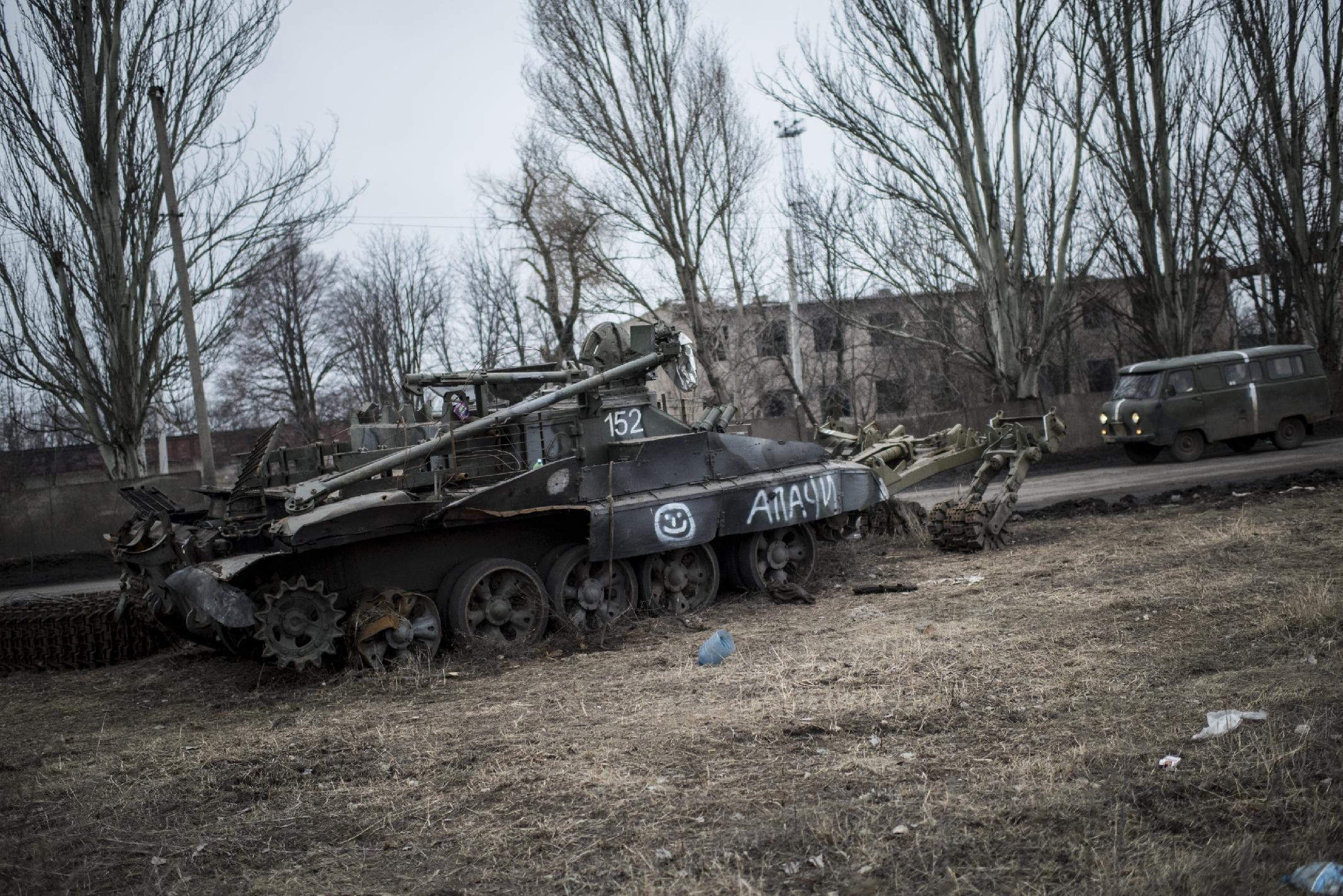 US official: Obama still weighing sending arms to Ukraine