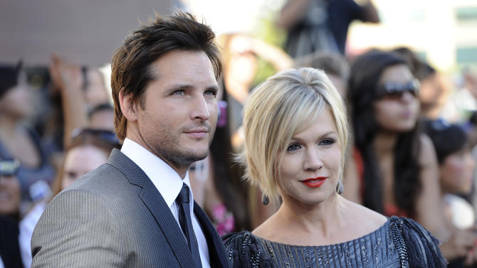"""FILE - In this June 24, 2010 file photo, actress Jennie Garth, right, and her husband actor Peter Facinelli arrive at the premiere of """"The Twilight Saga: Eclipse"""" in Los Angeles. In a joint statement, the couple said they've decided to end their marriage. They have been married for 11 years and are parents to three daughters. (AP Photo/Chris Pizzello)"""