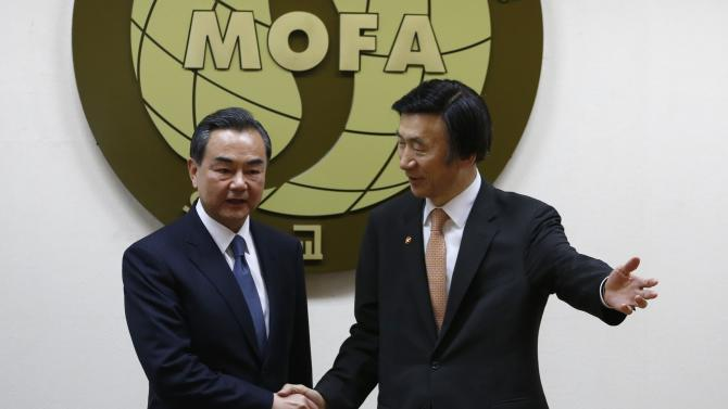 South Korean Foreign with his Chinese counterpart