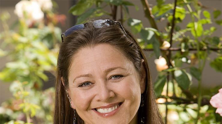 Camryn Manheim stars in Ghost Whisperer on CBS.