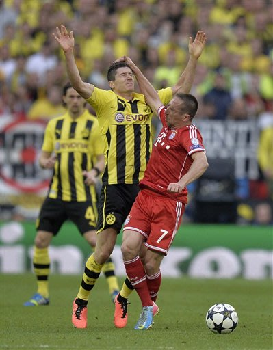 Dortmund's Robert Lewandowski of Poland, left and Bayern's Franck Ribery of France, right, clash, during the Champions League Final soccer match between Borussia Dortmund and Bayern Munich, at Wembley