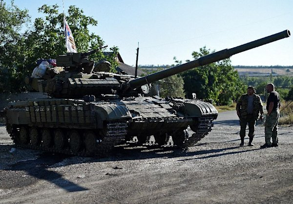 Ukraine soldiers in battle with Russian tanks in Lugansk: Kiev