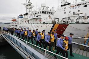 South Korean coastguard officers escort Chinese sailors …