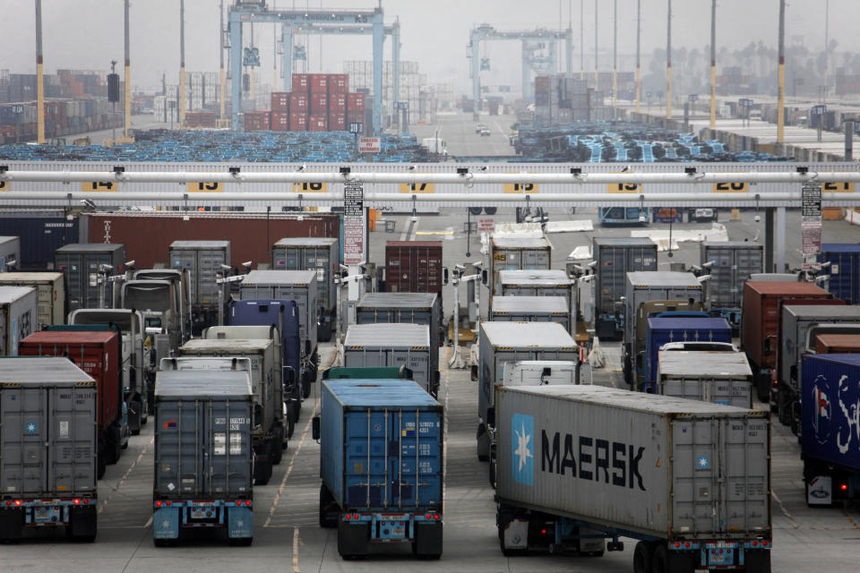 US wholesale stockpiles dip 0.1 pct. in December