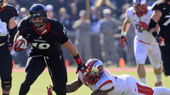 Cincinnati tight end Travis Kelce (18) avoids a tackle by Rutgers linebacker Steve Beauharnais in the first half of an NCAA college football game, Saturday, Nov. 17, 2012, in Cincinnati. (AP Photo/Al Behrman)