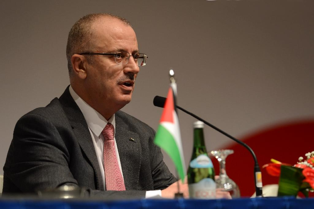 Palestinian government says willing to step down for unity