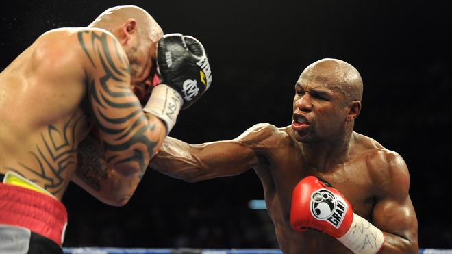 US Boxer Floyd Mayweather (R) Fights AFP/Getty Images