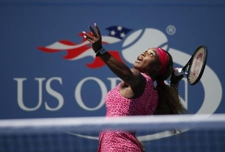 Serena Williams of the U.S. serves to compatriot Vania King at the 2014 U.S. Open tennis tournament in New York, August 28, 2014. REUTERS/Mike Segar