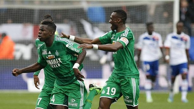 Kurt Zouma (C) of Saint-Etienne celebrates with team mates after scoring the first goal for the team during their French Ligue 1 soccer match against Olympique Lyon at the Gerland stadium in Lyon April 28, 2013 (Reuters)