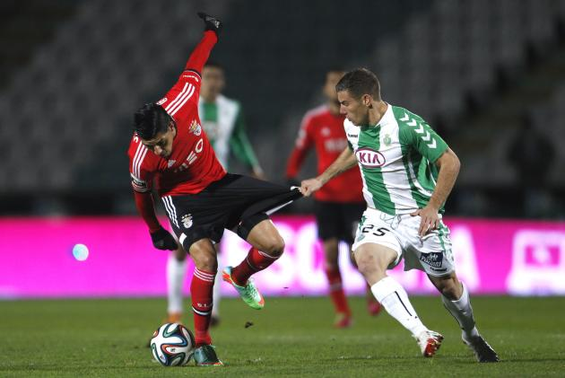 Vitoria Setubal's Pedro Tiba fights for the ball with Benfica's Enzo Perez during their Portuguese Premier League soccer match in Setubal