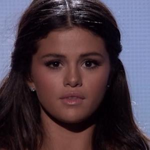 Did Selena Gomez Whisper Something To Justin Bieber During Her AMA Performance?