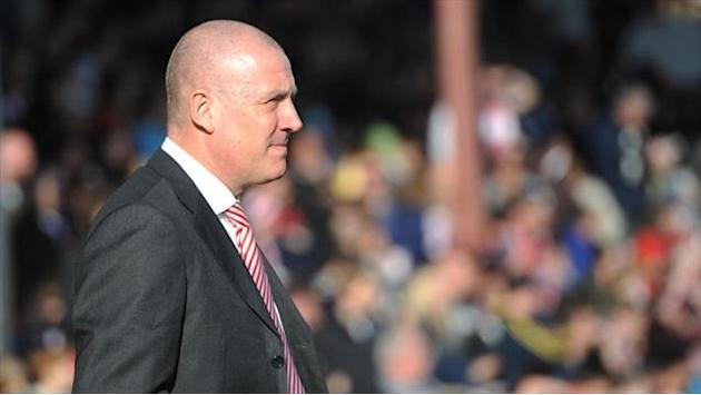 Football - Warburton plays down Orient meeting