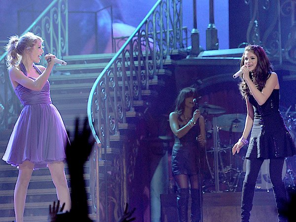 Selena Gomez Wants To Do New Album With BFF Taylor Swift
