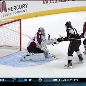 Justin Williams pops in loose puck from glove