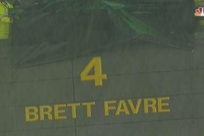 Bart Starr welcomes emotional Brett Favre to Packers' Ring of Honor