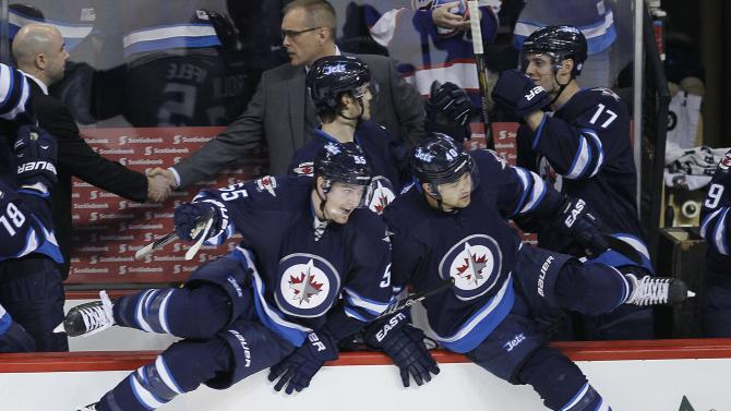 Jokinen leads Jets over Coyotes 3-2 in shootout