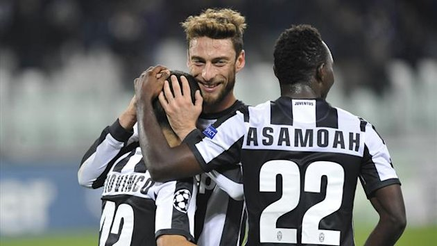 Juventus' Sebastian Giovinco (L) celebrates with teammates Claudio Marchisio (C) and Kwadwo Asamoah (Reuters)