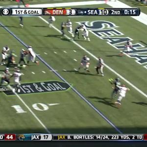 Seattle Seahawks quarterback Russell Wilson passes to running back Marshawn Lynch for 5-yard touchdown
