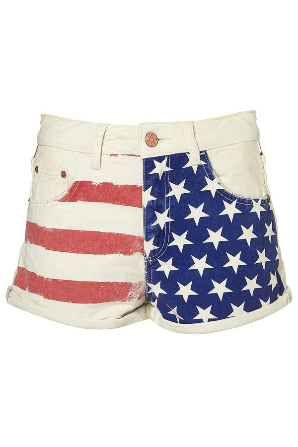 Dakota Fanning Has Patriotic Style: SHOP Star Shorts & Jeans
