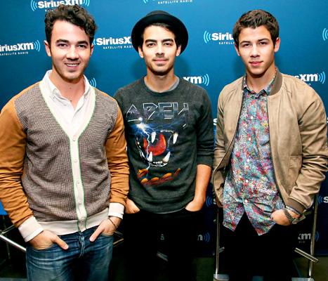 "Joe Jonas, Nick Jonas Tweet First Messages Since Canceling Jonas Brothers Tour: ""Bear With Us"""