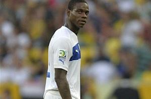 Julio Cesar: Balotelli will not end like Adriano