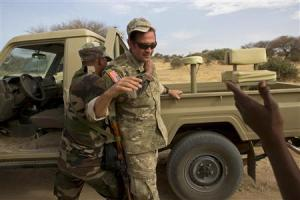 A Nigerien soldier apprehends a U.S. special forces …