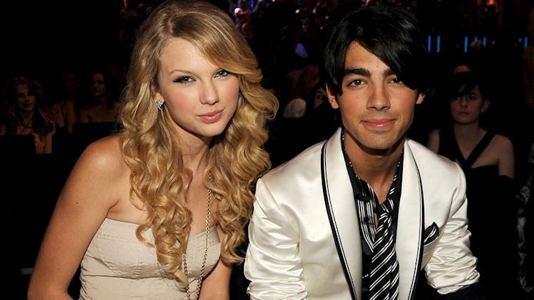Swift Jonas MTV Awrds