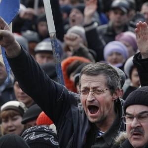 Raw: Opposing Rallies Highlight Ukraine Tensions