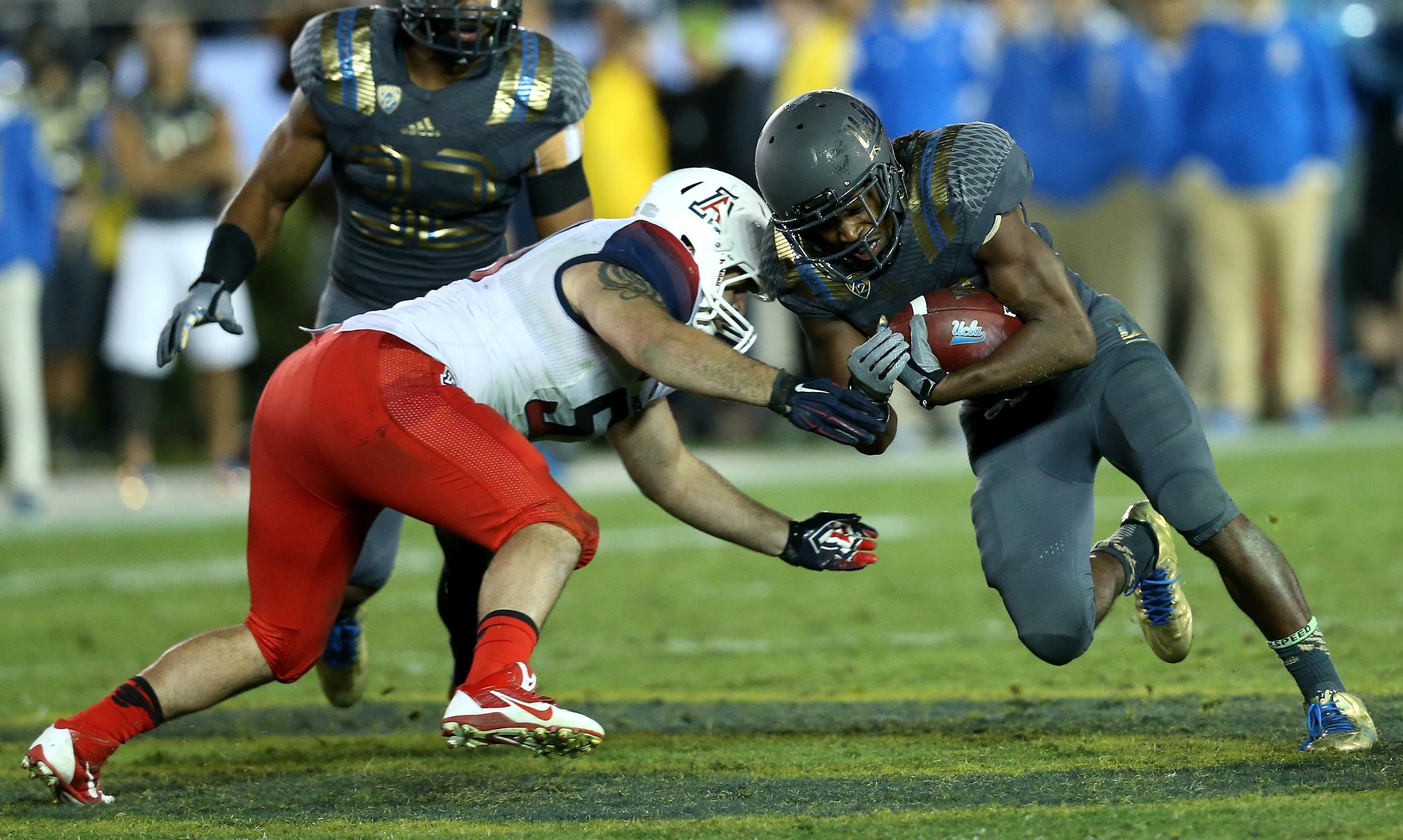 Arizona LB Cody Ippolito tears ACL, out for 2015