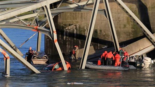 I-5 bridge collapse caused by truck hitting span