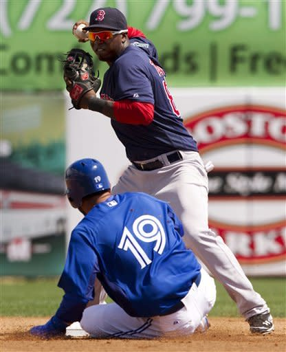 Vizquel's throwing error helps Red Sox tie Toronto
