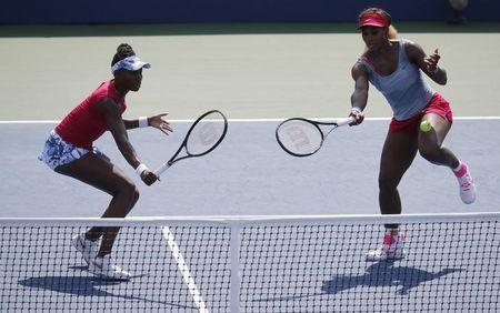 Williams sisters look to turn back clock in quarters