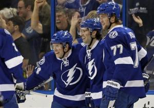 Lightning's Stamkos scores 2 to reach 50 goals