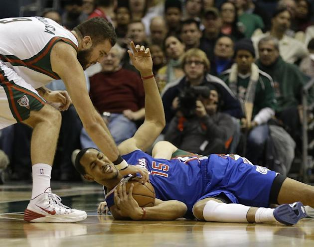 Los Angeles Clippers' Ryan Hollins (15) grabs a loose ball ahead of Milwaukee Bucks' Miroslav Raduljica, left, during the first half of an NBA basketball game, Monday, Jan. 27, 2014, in Milwau