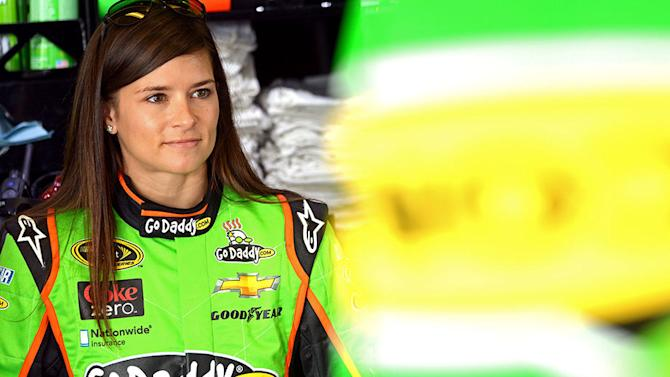 Patrick becomes first woman to win Cup pole