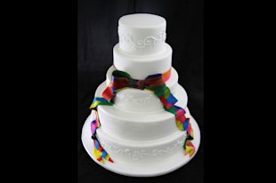 Take a look at some of these beautiful wedding cakes and toppers.