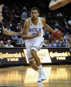 UCLA's Kyle Anderson drives to the basket against Northwestern during the first half of an NCAA college basketball game at the Las Vegas Invitational on Friday, Nov. 29, 2013, in Las Vegas. (AP Photo/David Becker)