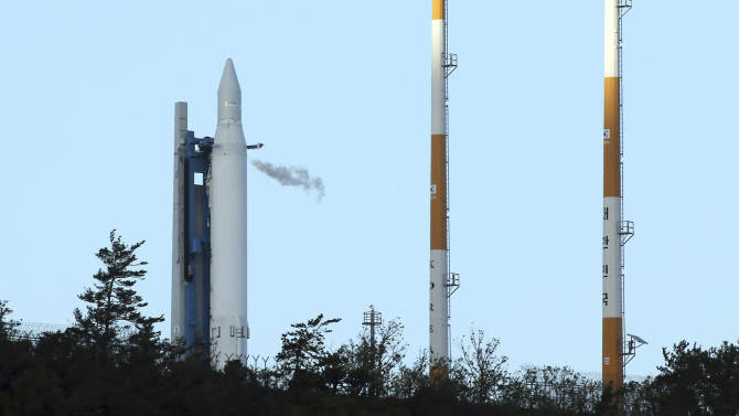 The Korea Space Launch Vehicle-1 sits on its launch pad at the Naro Space Center in Goheung, South Korea,Thursday, Nov. 29, 2012. South Korea on Thursday scrapped an attempt to fire its first satellite into orbit from its own soil amid speculation that North Korea was preparing to fire its own long-range rocket. (AP Photo/Yonhap, Shin Jun-hee)  KOREA OUT