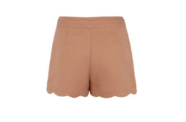A great neutral color and scallop edge detail to add some interest.  Warehouse scallop edge shorts,…