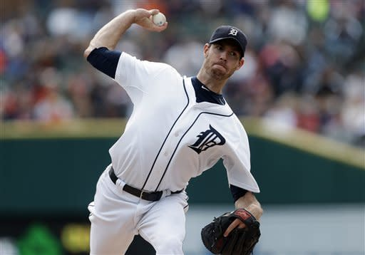 Fister fans 9 in a row, Tigers increase lead