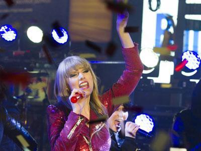 Taylor Swift, Psy Kick Off New Year's Eve in NYC