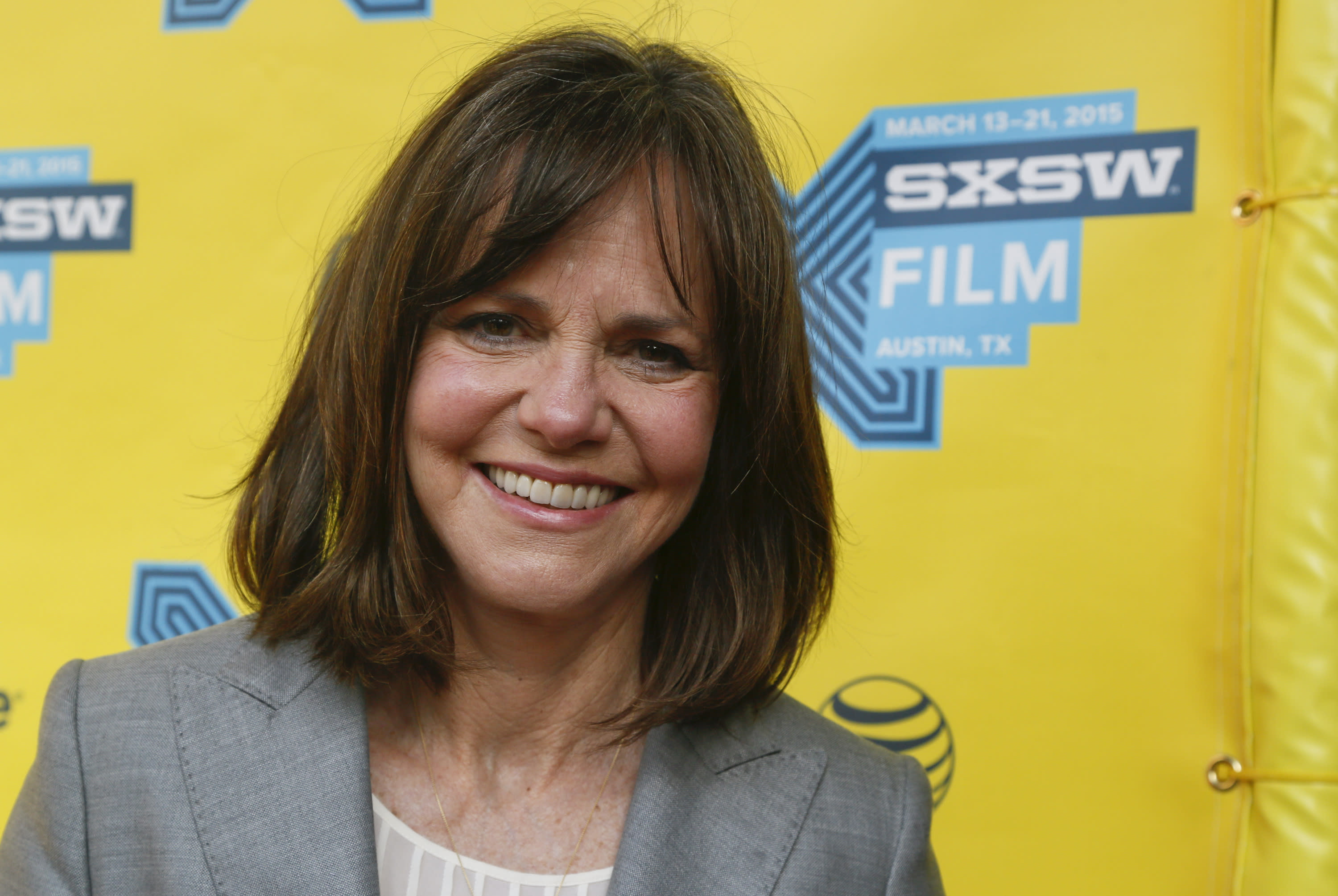 Obama to award arts medals to Sally Field, Stephen King