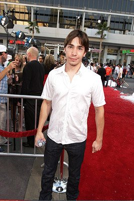 Justin Long at the Hollywood premiere of Warner Bros. Pictures' Fred Claus