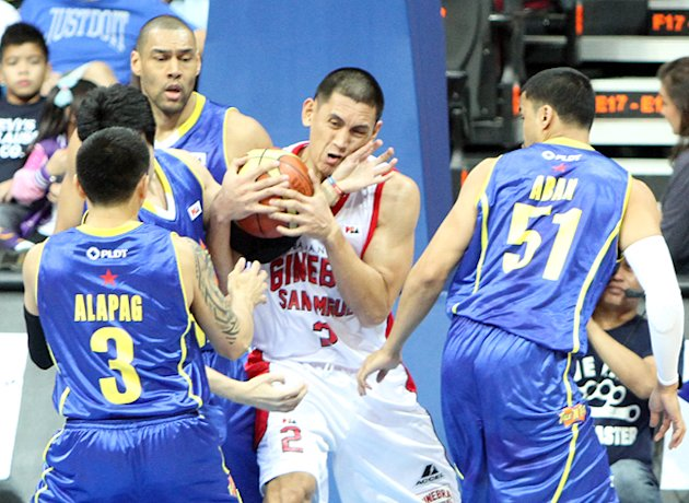 Billy Mamaril battles against three Texters. (PBA Images)