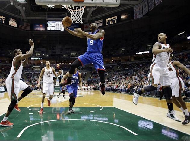 Philadelphia 76ers' James Anderson, center, shoots during the first half of an NBA basketball game against the Milwaukee Bucks, Saturday, Dec. 21, 2013, in Milwaukee