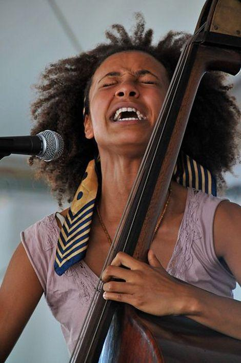 Esperanza Spalding upsets Justin Bieber and Drake for the Best New Artist Grammy
