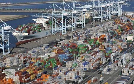 U.S. trade data points to first-quarter economic contraction