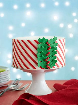 The Impressive-Looking Christmas Cake Anyone Can Make